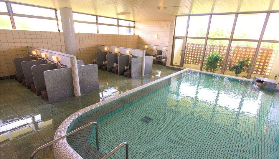 プールも!大浴場も!!充実の施設とサービス