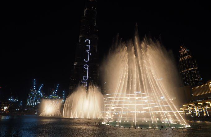 世界最大級の噴水ショー「ドバイ・ファウンテン」の魅力とは