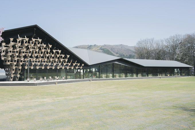 白馬の自然に溶け込む隈研吾氏デザインの美しい建築物