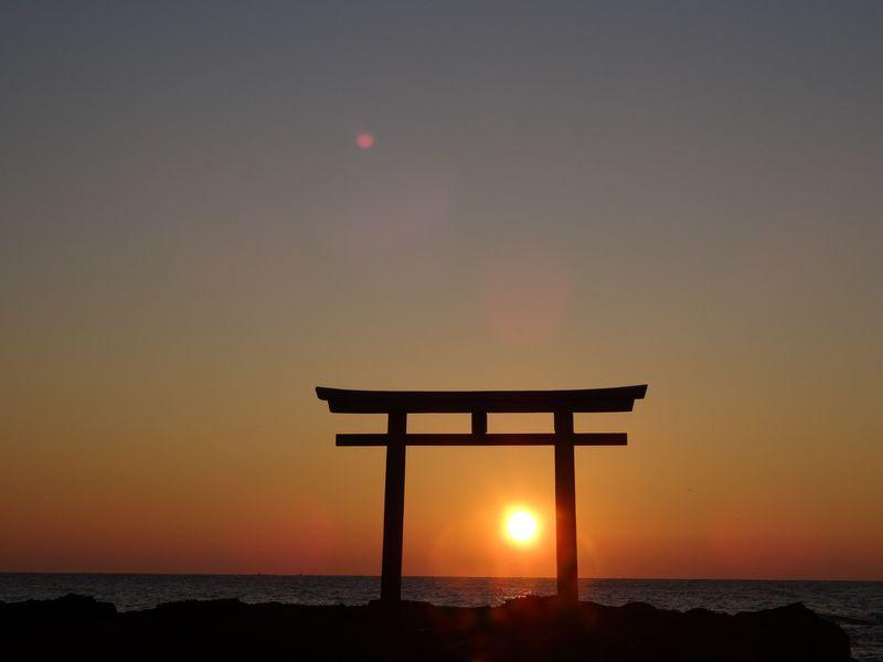 新年一番の感動を!!初日の出を見るなら大洗海岸の神磯鳥居