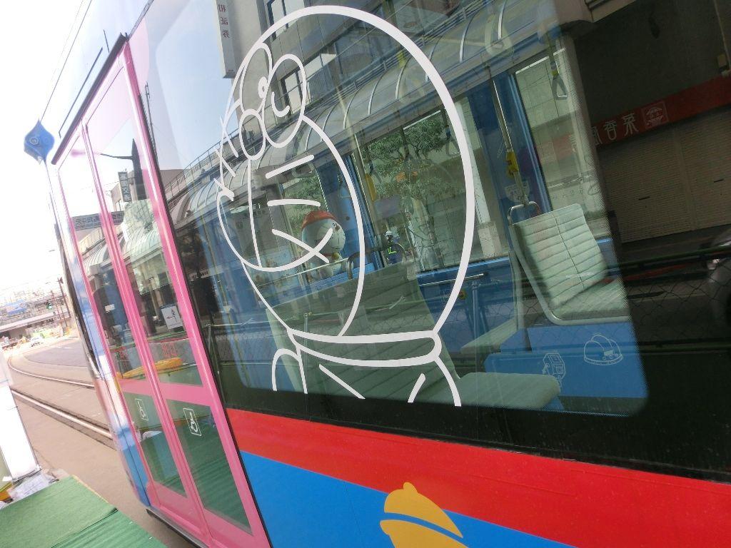 『どこでもドア』でどこへ行く?高岡市内を走るドラえもんトラムに乗ってみよう!