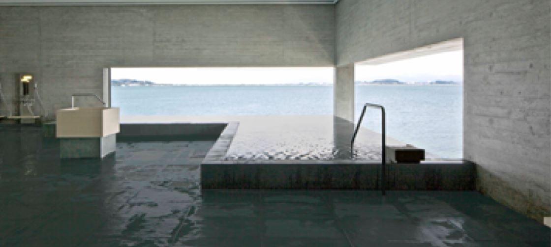 お風呂からも柴山潟越しの風景を満喫!