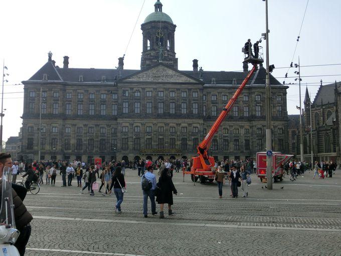 アムステルダム観光は「ダム広場」が目印!