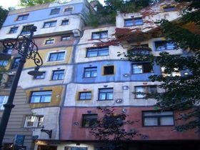 まるで絵本の家?!ウィーンのガウディ「フンデルトヴァッサー」建築