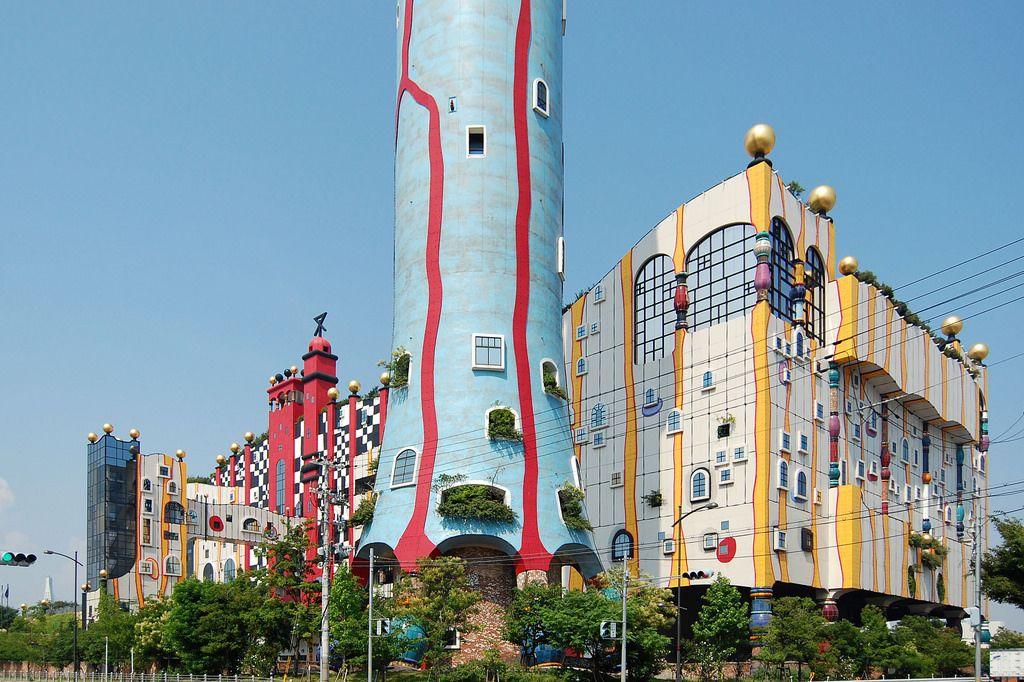 フンデルトヴァッサーとは?大阪にも彼の建築物が!