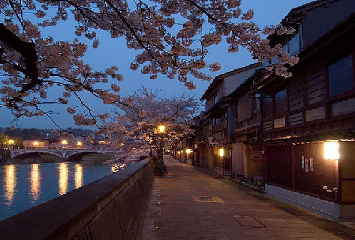 梅ノ橋、中の橋付近は、観光名所が目白押し!