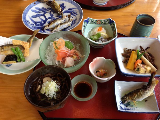 庄川の珍味「うるか」と自家製の「鱒寿司」も