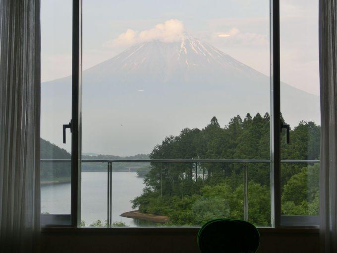 展望デッキも館内も、富士山を眺める特等席!