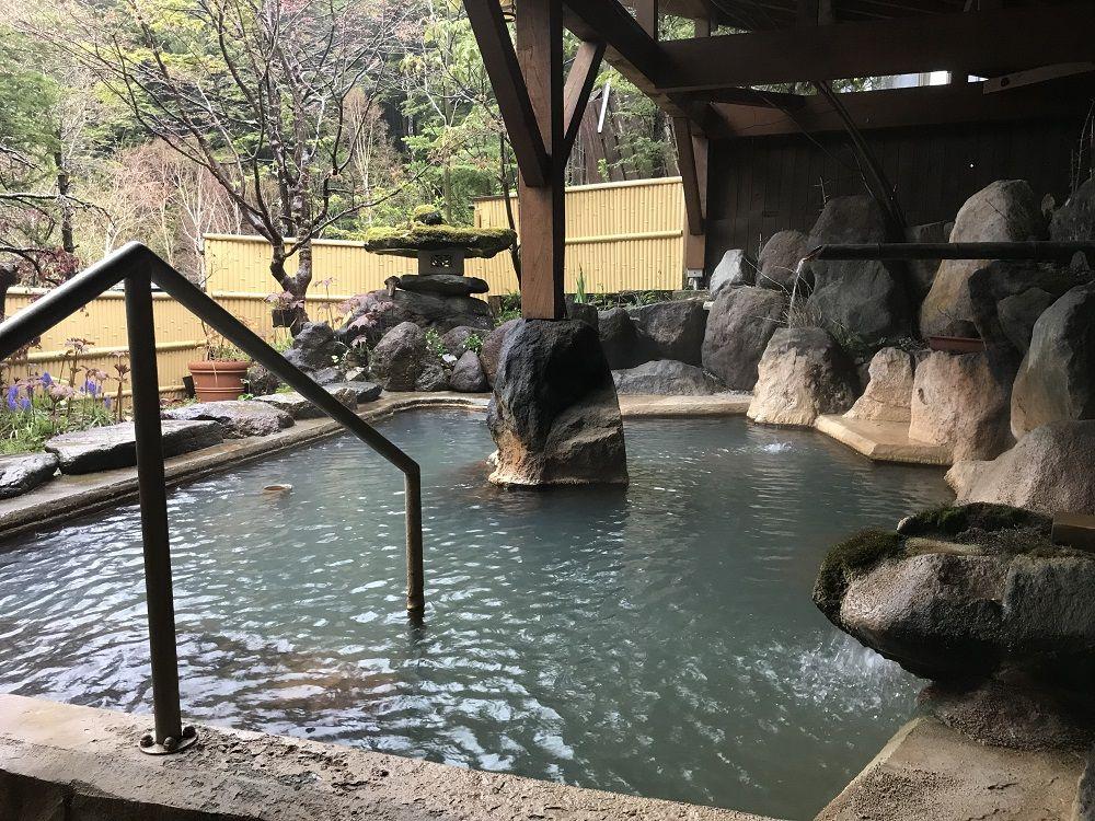 2種の源泉かけ流しの名湯に浸かる!岐阜の秘湯「濁河温泉 朝日荘」