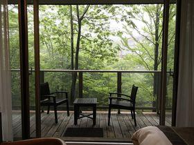 緑の中で別荘のように寛ぐ「ホテルハーヴェスト旧軽井沢」