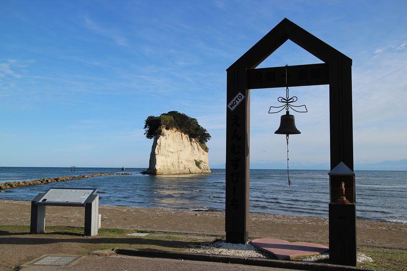 幸せの鐘で恋花ゲット!能登半島「恋路海岸」と「見附(みつけ)島」