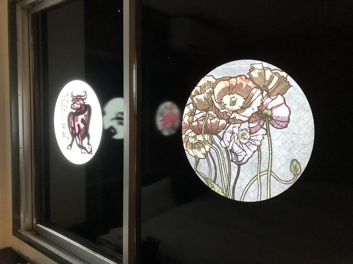 版画家カーフ氏の素敵な花と干支のある客室