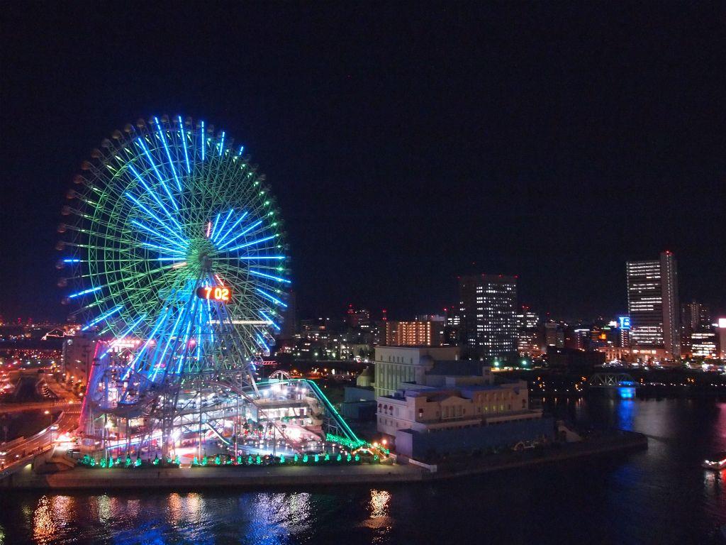 上から見下ろす港の夜景