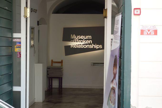 世界でもめずらしい「失恋博物館」