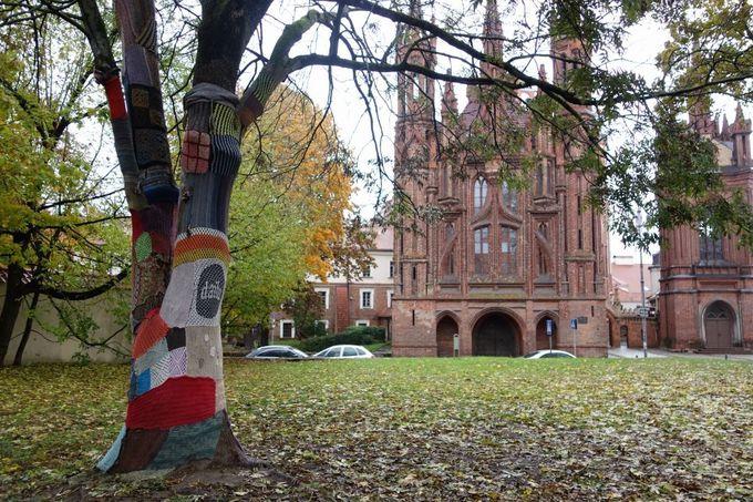 たくさんの教会、ほっこり温まる手編み