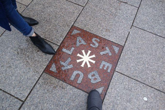 「人間の鎖」の起点、大聖堂広場