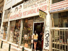 有名人も愛用!アテネの老舗工房「ポエット」で革サンダルを作ろう
