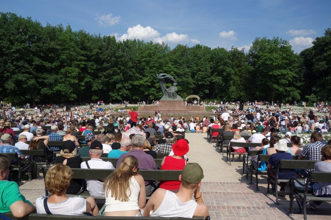 ワルシャワ市民に人気!ワジェンキ公園のショパンコンサート