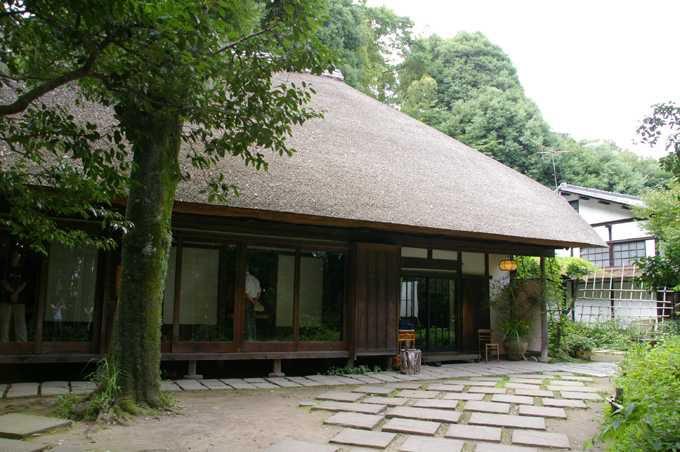 かやぶき屋根の武相荘