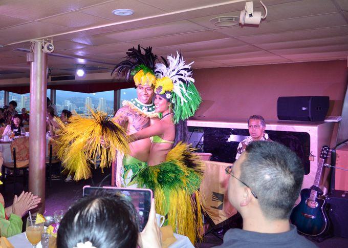 迫力あるハワイアンダンスショー!