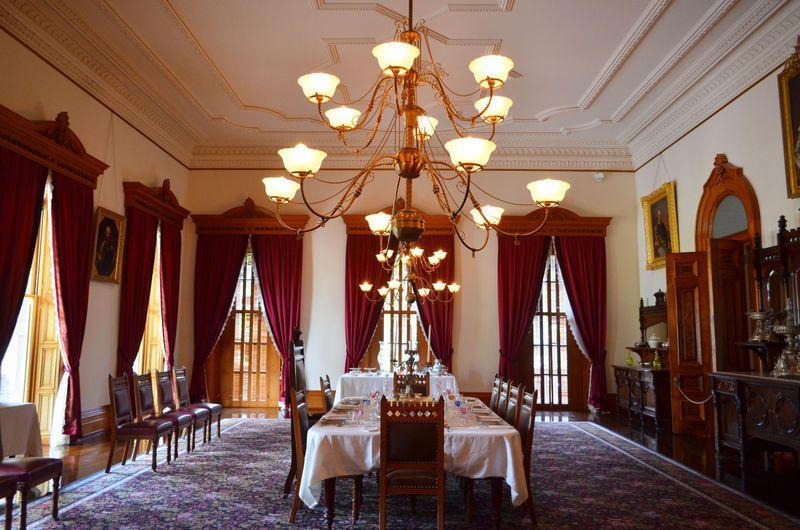 ハワイ王朝「イオラニ宮殿」は日本語ツアーで回ろう!
