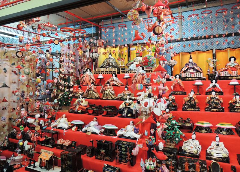 早春の東伊豆は「稲取温泉 雛のつるし飾りまつり」と「河津桜まつり」をダブルで楽しむのがおすすめ!