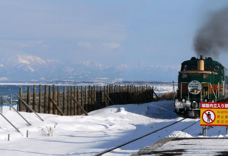 日本で唯一ホームから流氷が見える駅、JR釧網線「北浜駅」へ行こう ...