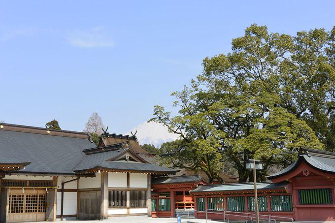 霊峰富士を御神体とする富士山本宮浅間大社へ