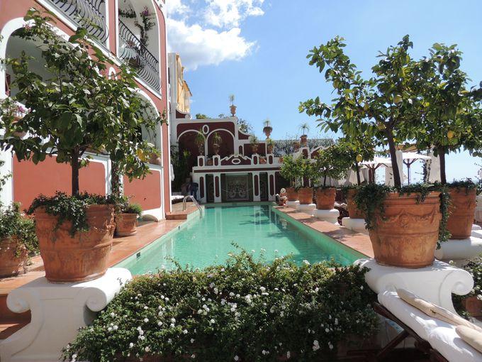 眺めのよさと格の高さを誇るホテル「レ・シレヌーセ」