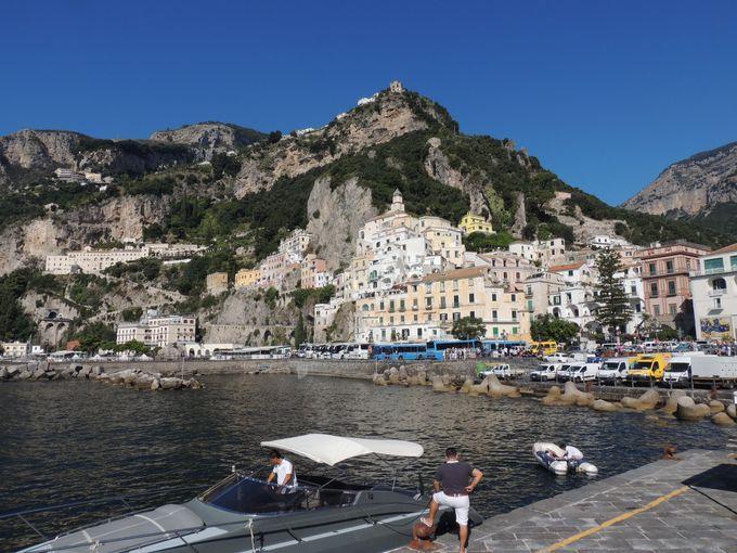 「海の門」から始まる美しい町を散策しよう
