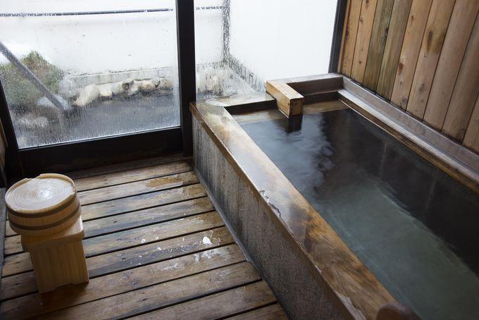 客室の内湯と露天風呂も源泉かけ流し