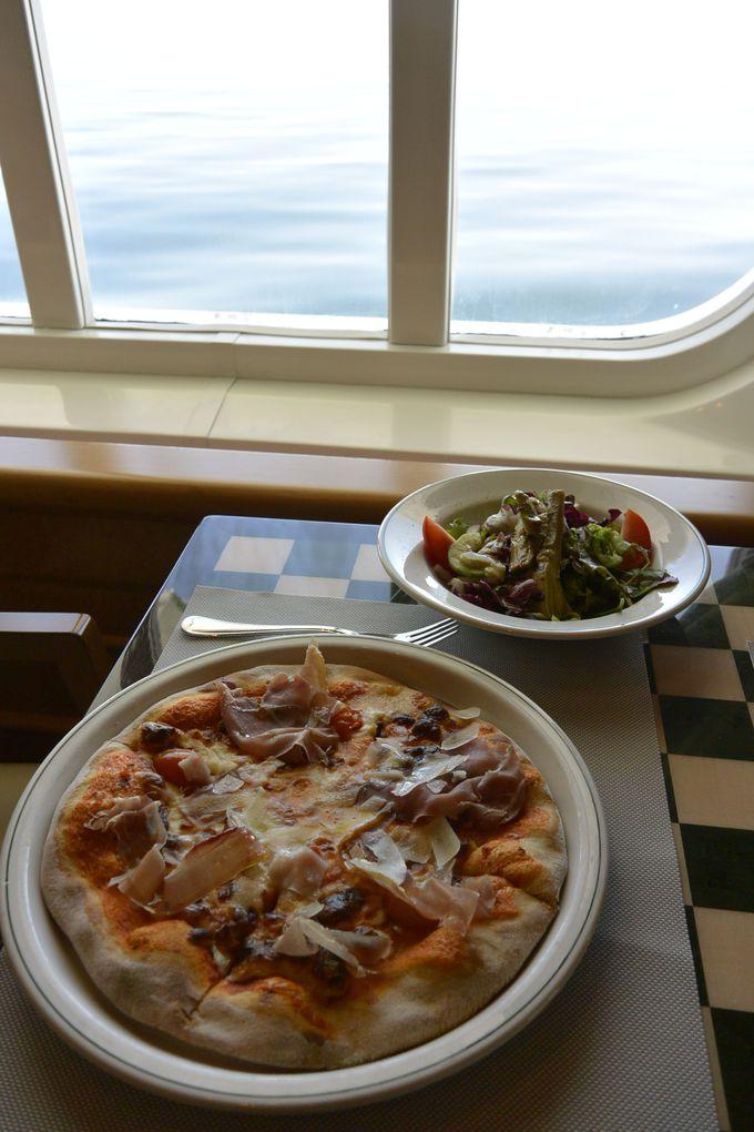 多彩なレストランで、洋上グルメを楽しむ