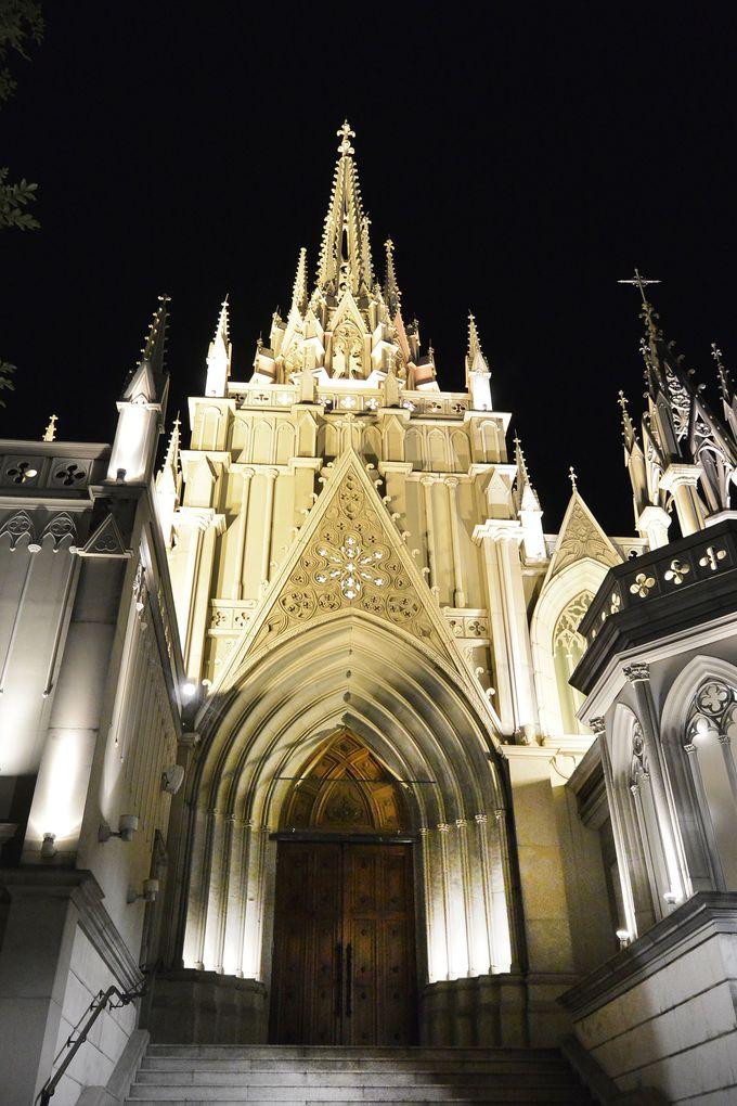 ドラマのロケ地として登場する「青山セントグレース大聖堂」の夜景を見にいこう