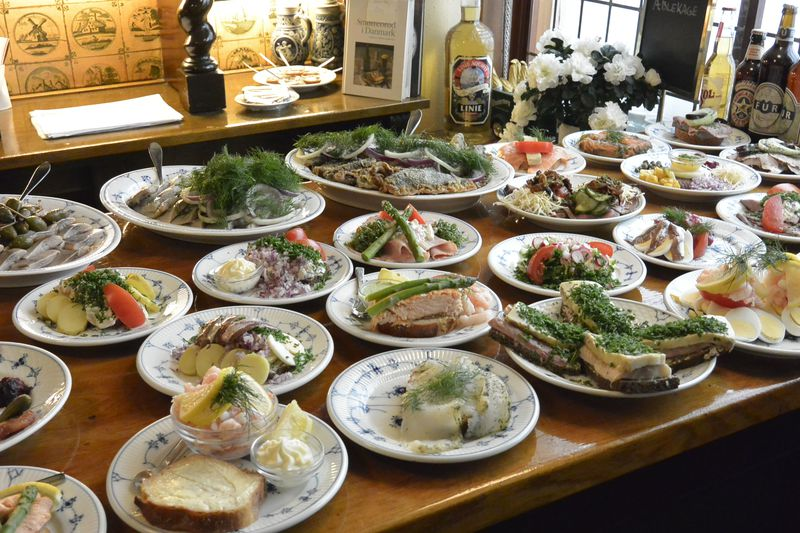 デンマークの郷土料理!オープンサンドイッチ「スモーブロー」