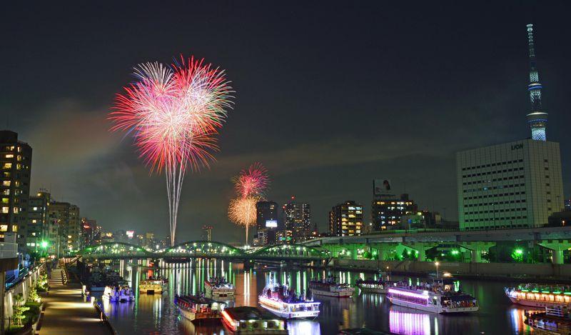 夏の風物詩「隅田川花火大会」も隅田公園で開催される大イベント