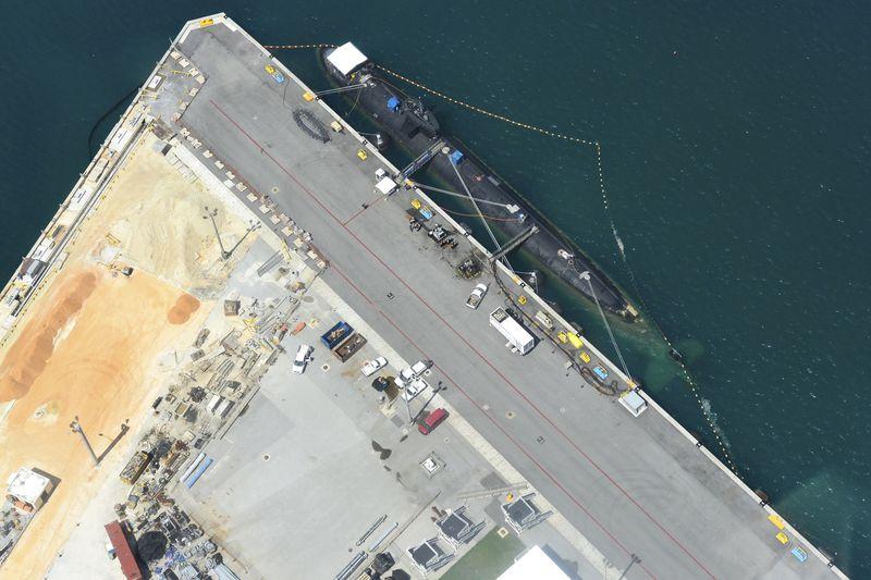 海軍基地を空から見るグアムの遊覧飛行に興奮!南国リゾートの別の一面を見る