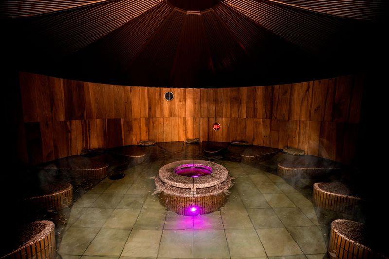 「美楽温泉 スパ ハーブス」で12種のお風呂を楽しもう