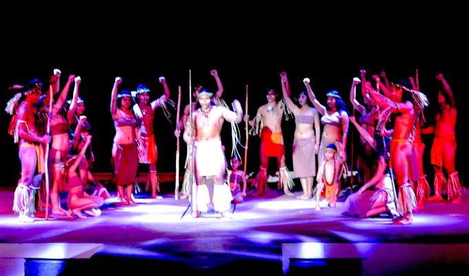 チャモロの歴史にふれる壮大なポリネシアン・ダンスショー