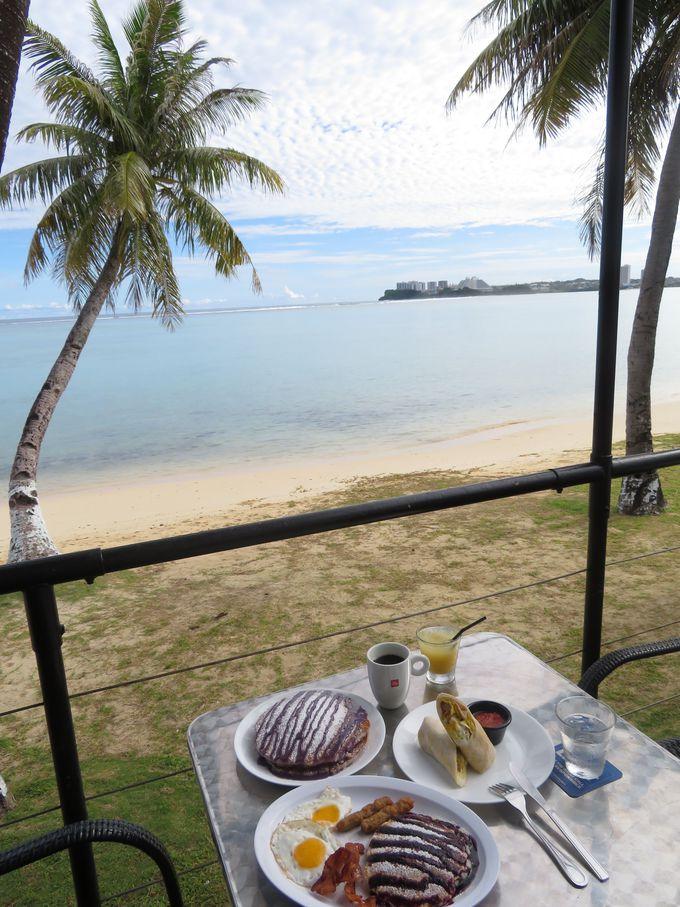 2日目は海辺のカフェで朝食&北のプライベートビーチへ