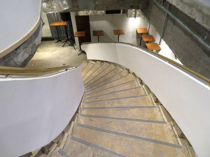 華麗な螺旋階段が残る地下4階スペース