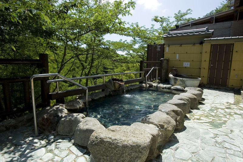 奈良の名刹・信貴山と温泉目当ての滞在に「信貴山観光ホテル」