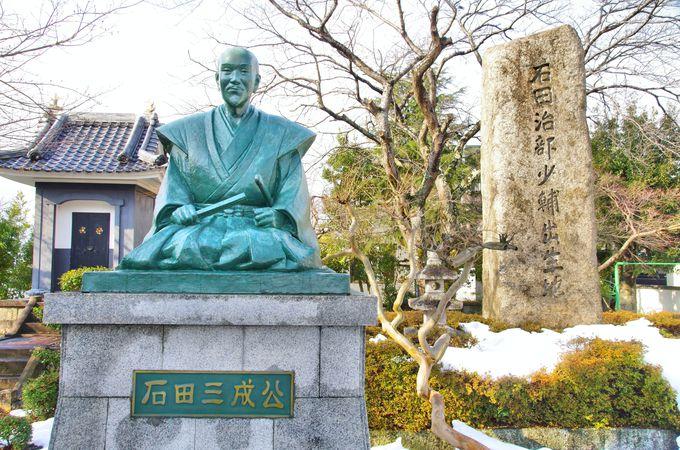 石田屋敷跡に建つ三成像