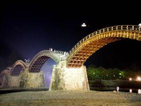 悲運の城が夜空に浮かぶ、山口県「岩国城」