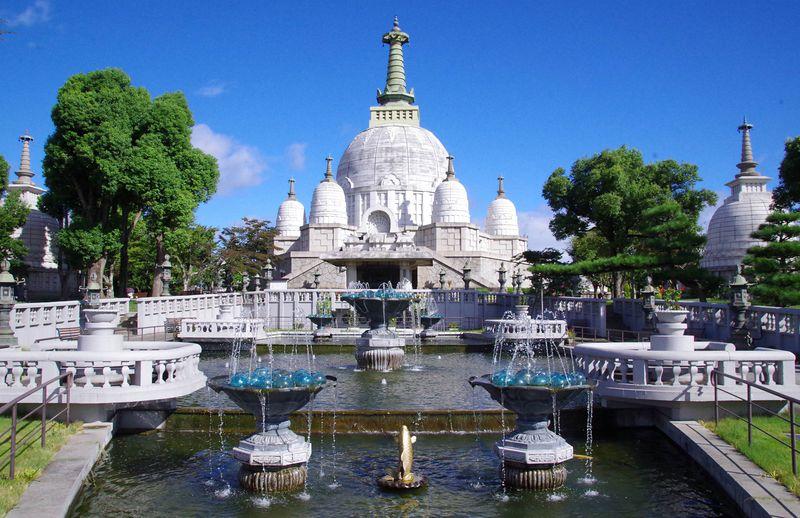 ホントに日本?姫路の隠れた名所「名古山霊苑仏舎利塔」