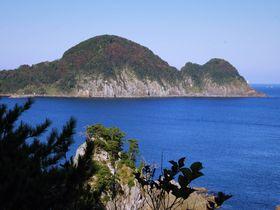 キューピーに見える豊岡市竹野浜「猫崎半島」おなかの上、歩けます!