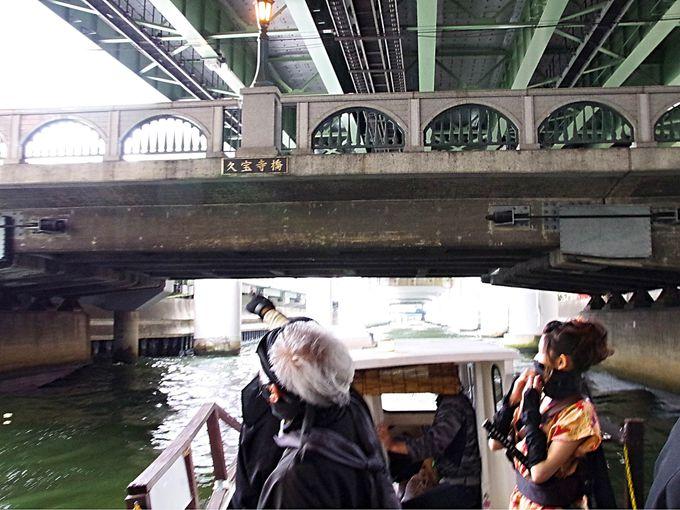 水上から眺める大阪の街、忍者船からスター気分で手を振ろう