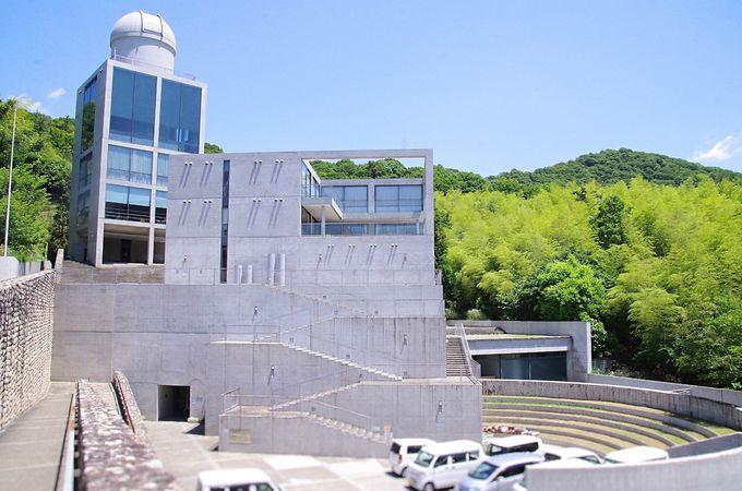 安藤忠雄建築と児童館らしい暖かさが魅力の「星の子館」
