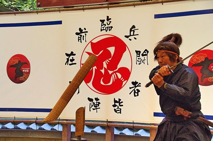 真の忍者の妙技を見よ!伊賀忍者特殊軍団「阿修羅」の忍術実演ショー