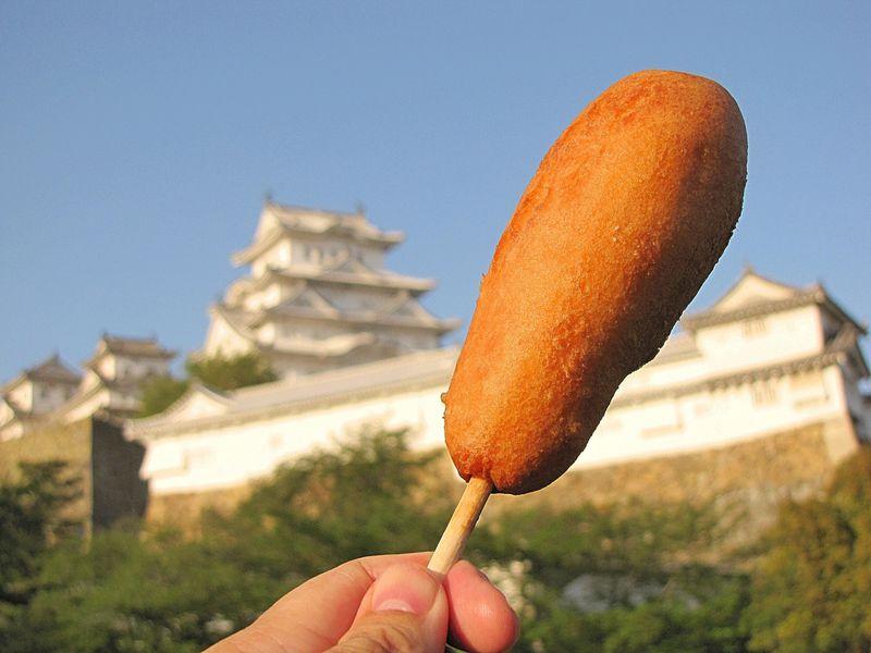姫路の定番グルメ「ヤマサ蒲鉾のチーかまドッグ」GWは芝桜もオススメ