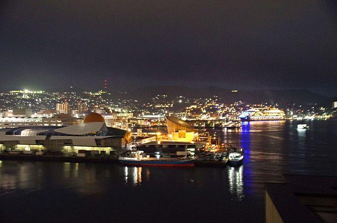 360度ぐるりと夜景に包まれる、長崎県庁展望室